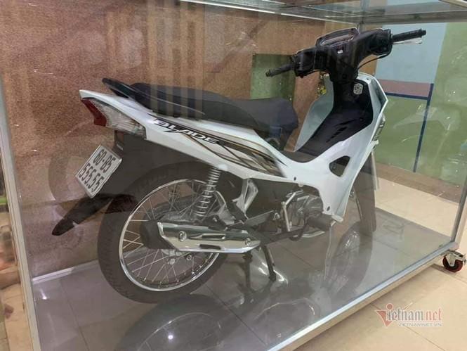 Đại gia Việt trưng xe trong tủ kính gây sốt - ảnh 4