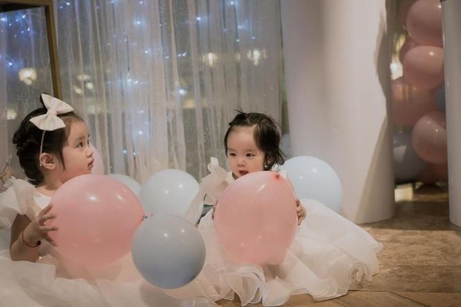 Dân mạng phát 'sốt' với gương mặt hai con gái của Hoài Lâm - ảnh 4