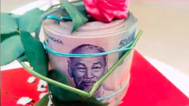 Thủy Tiên cười 'như được mùa' với cục tiền Công Vinh tặng sinh nhật - ảnh 3