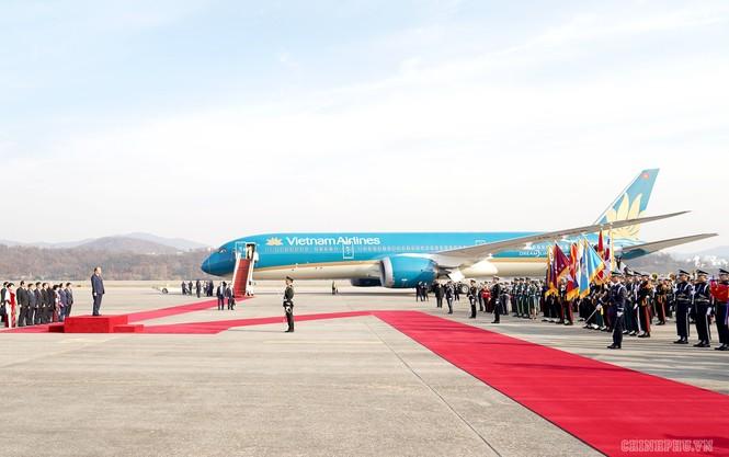 Lễ đón chính thức Thủ tướng Nguyễn Xuân Phúc tại Thủ đô Seoul, Hàn Quốc - ảnh 2