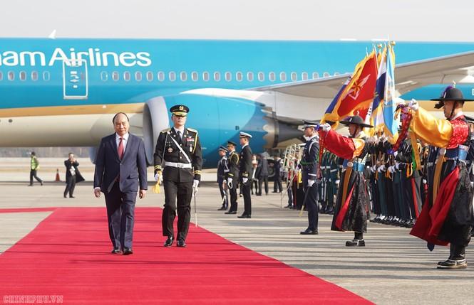 Lễ đón chính thức Thủ tướng Nguyễn Xuân Phúc tại Thủ đô Seoul, Hàn Quốc - ảnh 3