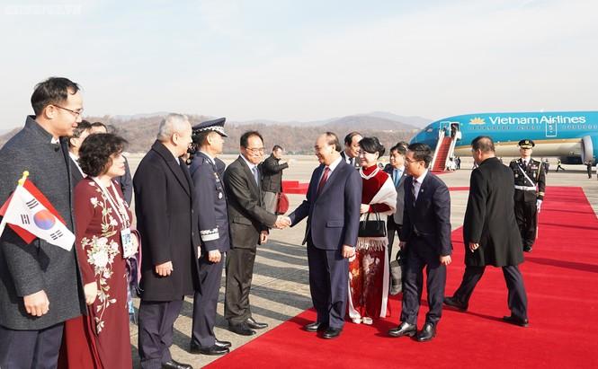 Lễ đón chính thức Thủ tướng Nguyễn Xuân Phúc tại Thủ đô Seoul, Hàn Quốc - ảnh 4