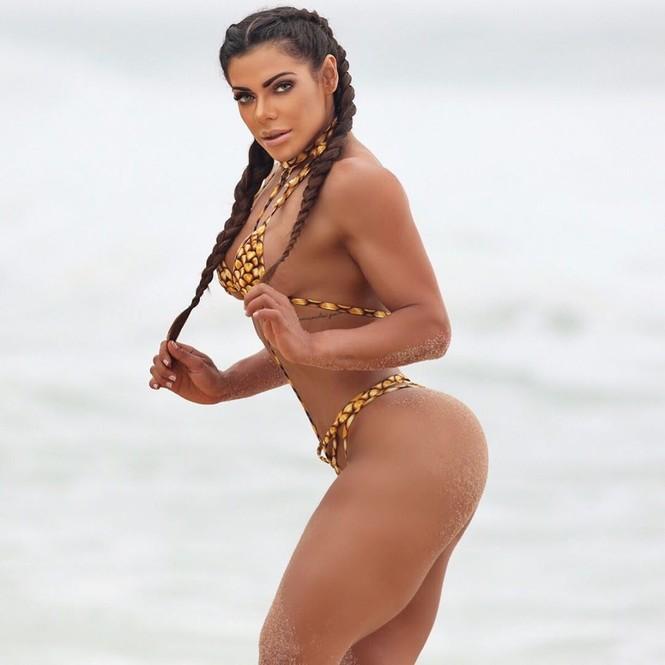 'Hoa hậu Siêu vòng 3' đăng ảnh bán nude mừng Messi giành Quả bóng Vàng - ảnh 9
