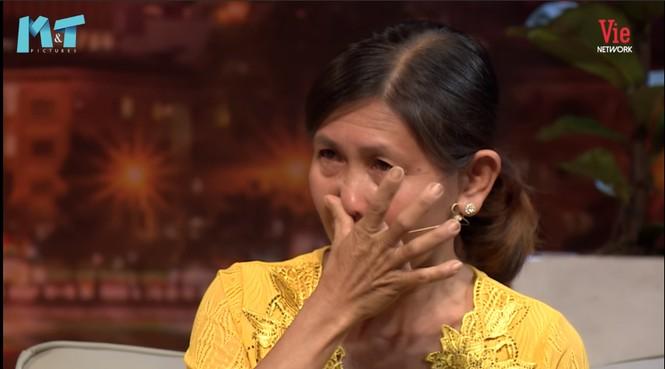 Khóc hết ước mắt với người mẹ tháng bán máu 2 lần để nuôi con tâm thần, ung thư - ảnh 2