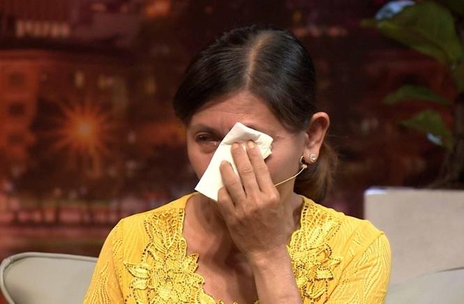 Khóc hết ước mắt với người mẹ tháng bán máu 2 lần để nuôi con tâm thần, ung thư - ảnh 4