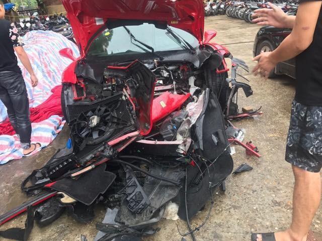 Vân Hugo gặp tai nạn vì ô tô bị mất lái trong đêm - ảnh 9