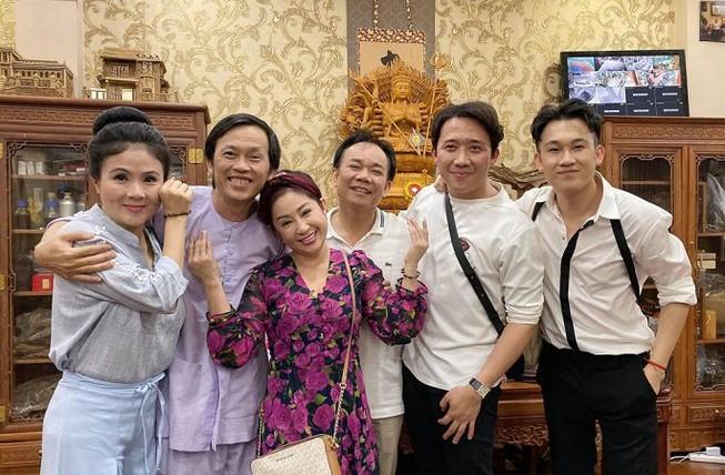 Đăng ảnh sinh nhật Hoài Linh 50 tuổi, Trấn Thành, Dương Triệu Vũ gây 'bão' mạng - ảnh 4