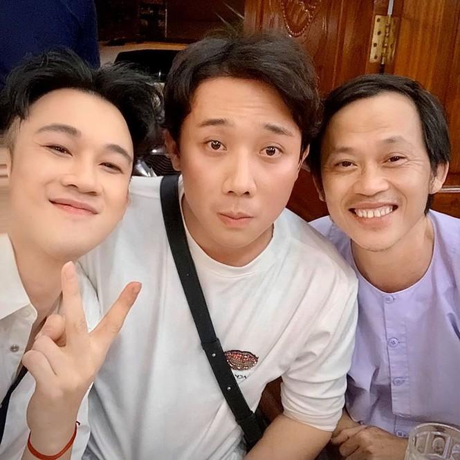 Đăng ảnh sinh nhật Hoài Linh 50 tuổi, Trấn Thành, Dương Triệu Vũ gây 'bão' mạng - ảnh 2