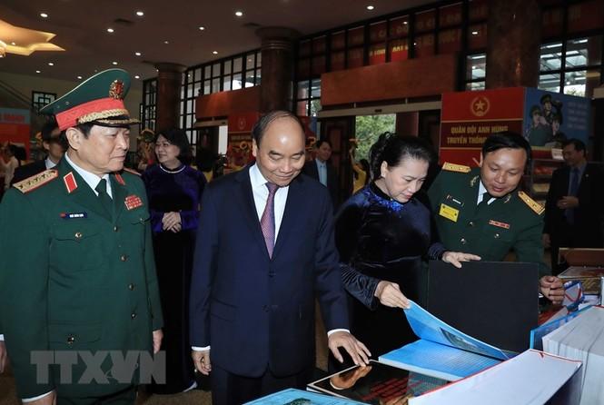 Thủ tướng, Chủ tịch Quốc hội dự kỷ niệm 75 năm Ngày thành lập quân đội - ảnh 9