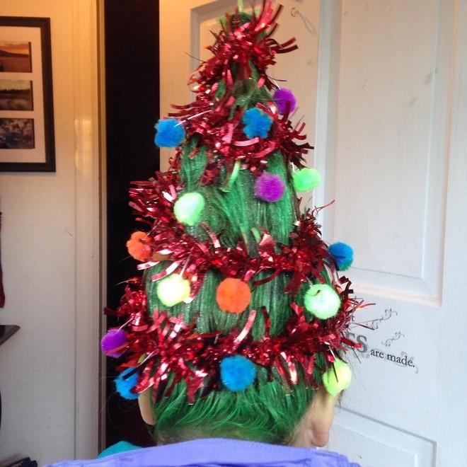 Cộng đồng mạng thế giới rộ mốt làm tóc dựng đứng như cây thông Noel - ảnh 1