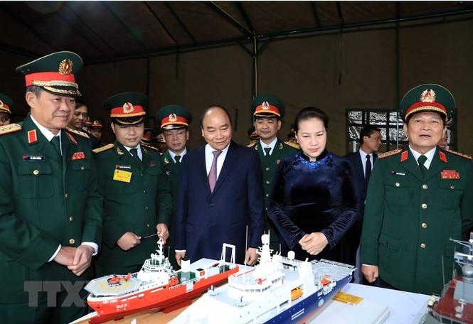 Thủ tướng, Chủ tịch Quốc hội dự kỷ niệm 75 năm Ngày thành lập quân đội - ảnh 1
