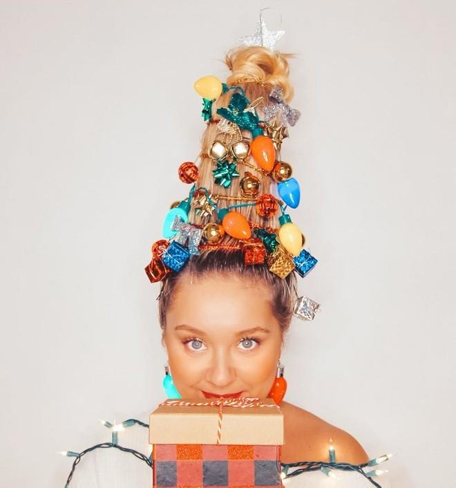Cộng đồng mạng thế giới rộ mốt làm tóc dựng đứng như cây thông Noel - ảnh 4
