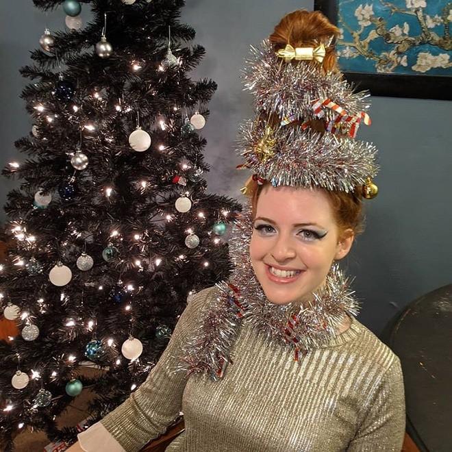 Cộng đồng mạng thế giới rộ mốt làm tóc dựng đứng như cây thông Noel - ảnh 8