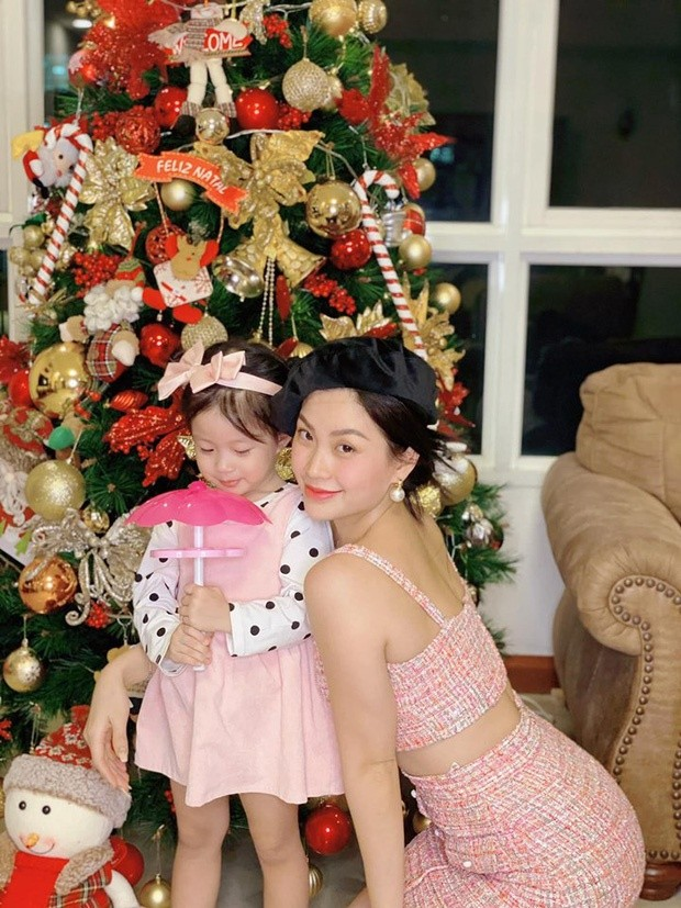 Phát 'sốt' với cách trang hoàng nhà cửa chuẩn bị đón Noel của sao Việt - ảnh 10