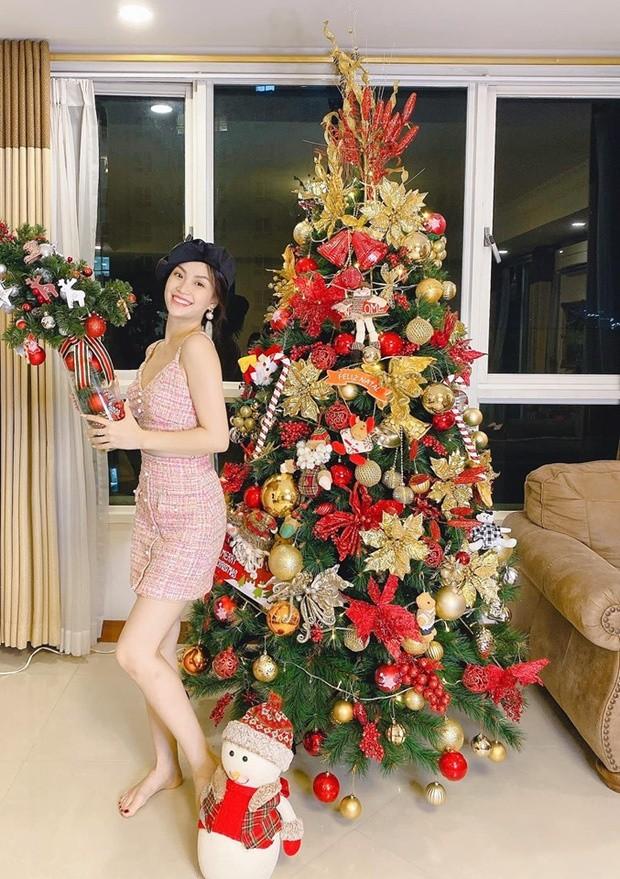 Phát 'sốt' với cách trang hoàng nhà cửa chuẩn bị đón Noel của sao Việt - ảnh 11