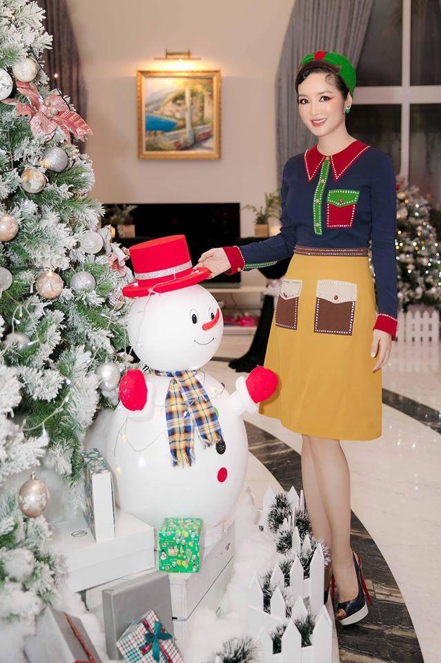 Phát 'sốt' với cách trang hoàng nhà cửa chuẩn bị đón Noel của sao Việt - ảnh 3