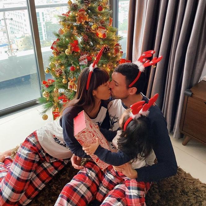 Phát 'sốt' với cách trang hoàng nhà cửa chuẩn bị đón Noel của sao Việt - ảnh 5