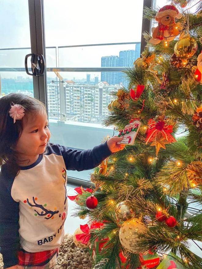 Phát 'sốt' với cách trang hoàng nhà cửa chuẩn bị đón Noel của sao Việt - ảnh 6