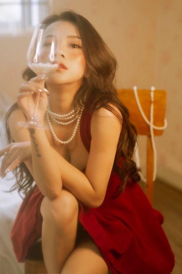 Mê mẩn ngắm bộ ảnh mừng Giáng sinh quyến rũ của bạn gái cũ Đặng Văn Lâm - ảnh 1