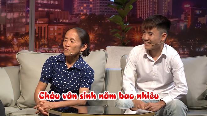 Bà Tân Vlog bất ngờ khi biết tuổi thật của NSND Hồng Vân - ảnh 2