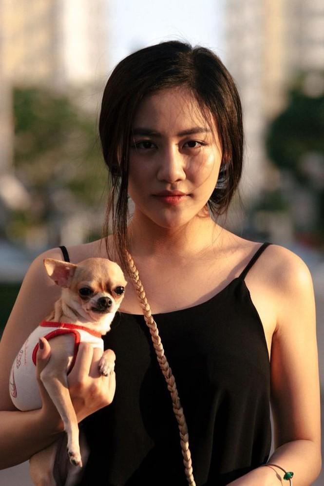 Showbiz 29/12: 'Bà Tân Vlog' bất ngờ lấn sân phim ảnh - ảnh 2