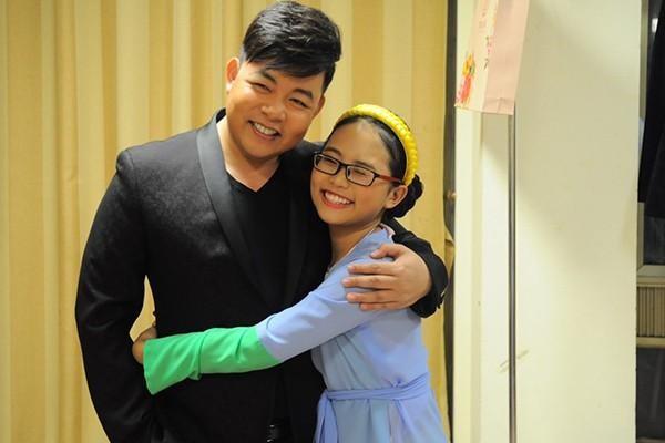 Showbiz 31/12: Vì sao Phương Mỹ Chi bất ngờ rời công ty Quang Lê? - ảnh 1