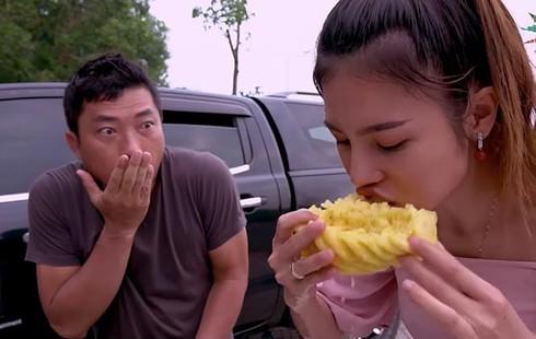 Showbiz 31/12: Vì sao Phương Mỹ Chi bất ngờ rời công ty Quang Lê? - ảnh 7