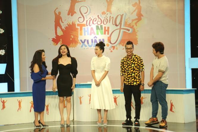 Diễn viên Ngân Quỳnh nói gì khi bị so sánh với các chị em nghệ sĩ trong gia đình - ảnh 1