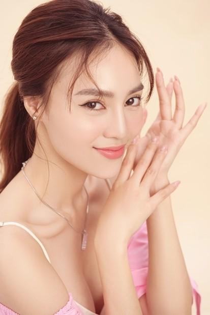Mừng sinh nhật, Ninh Dương Lan Ngọc 'chiêu đãi' fan bằng hình ảnh siêu nóng bỏng  - ảnh 4