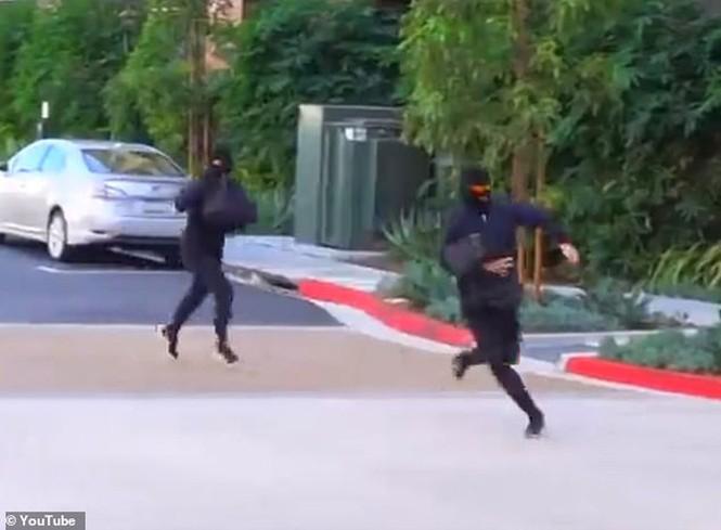 Hai YouTuber đình đám bắt vì dàn cảnh cướp ngân hàng để câu view - ảnh 2