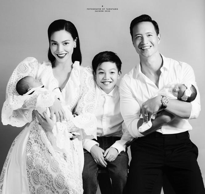 Hồ Ngọc Hà lần đầu khoe ảnh cặp song sinh dễ thương, Kim Lý nói lời yêu ngọt lịm - ảnh 1