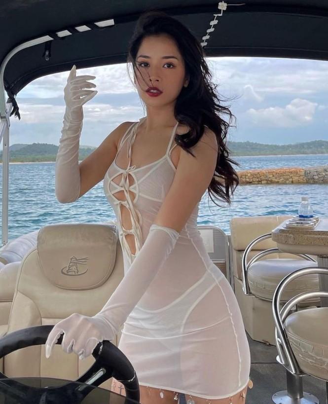Chi Pu mặc váy xuyên thấu lộ nội y gây tranh cãi  - ảnh 1