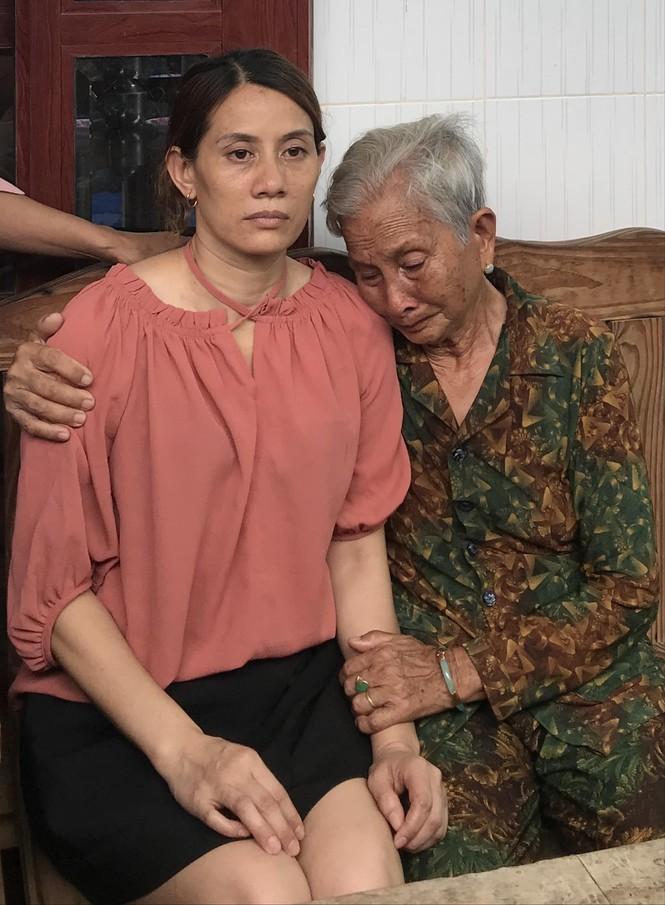 Cô Hon trở về từ tổ quỷ tại Trung Quốc thấy ấm áp trong vòng tay mẹ - ảnh 1