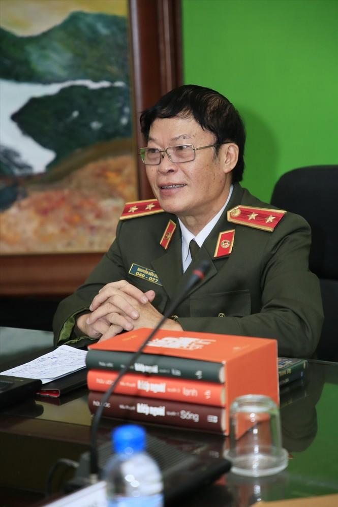 Trung tướng Hữu Ước và 'Một mình' - ảnh 1