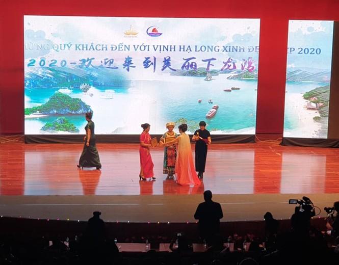 Vụ 600 khách Trung Quốc tự tổ chức sự kiện: Doanh nghiệp coi thường luật? - ảnh 1