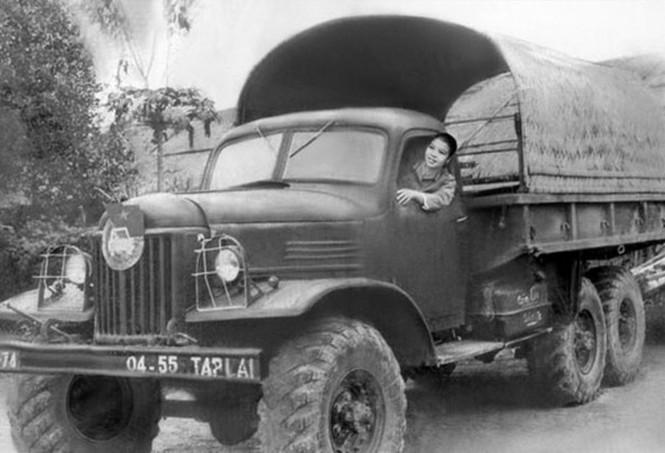 Huyền thoại về Đội nữ lái xe Trường Sơn - ảnh 1