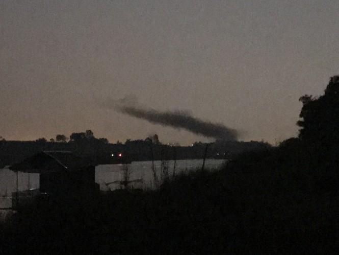 Cận cảnh nhà xưởng xả khói đen khét lẹt giữa khu dân cư Hà Nội - ảnh 7