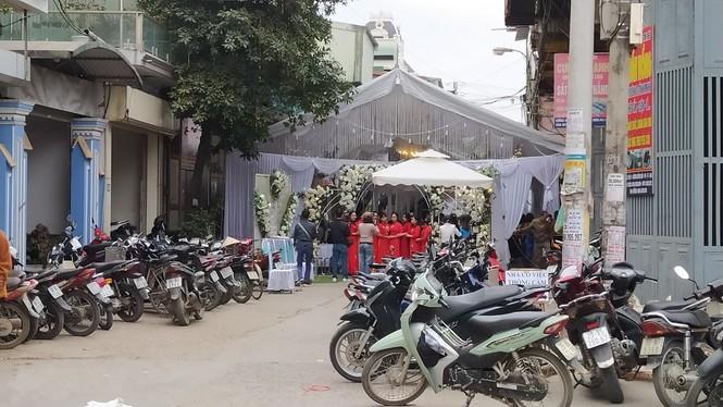 Chuyên gia lên tiếng về tình trạng chặn đường dựng rạp đám cưới - ảnh 1
