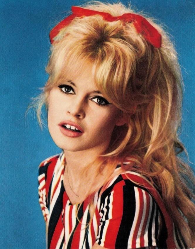'Biểu tượng gợi cảm' Brigitte Bardot và những phong cách thời trang dẫn đầu xu hướng - ảnh 5