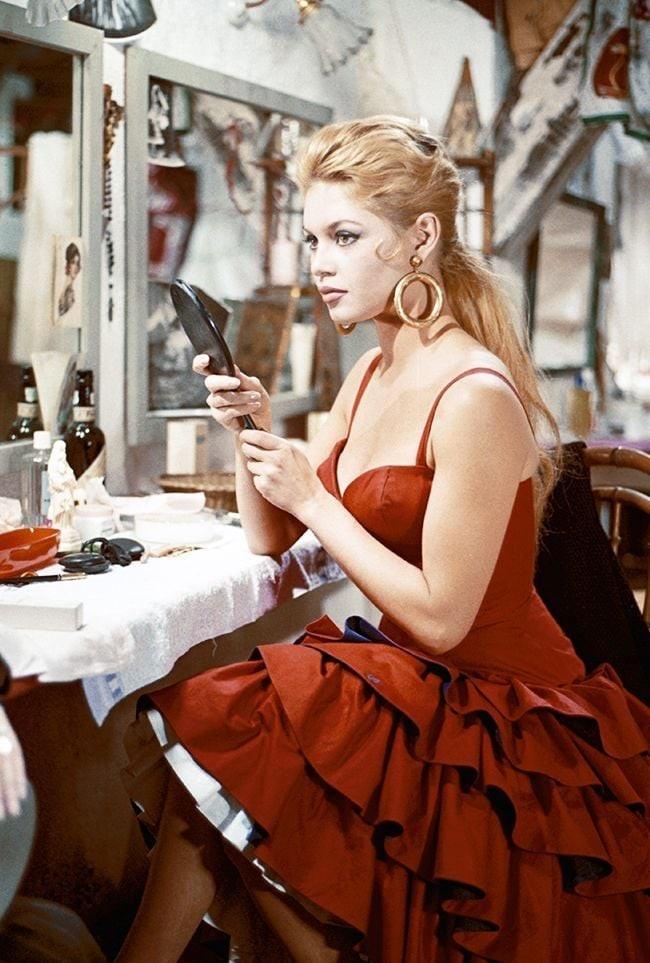 'Biểu tượng gợi cảm' Brigitte Bardot và những phong cách thời trang dẫn đầu xu hướng - ảnh 9