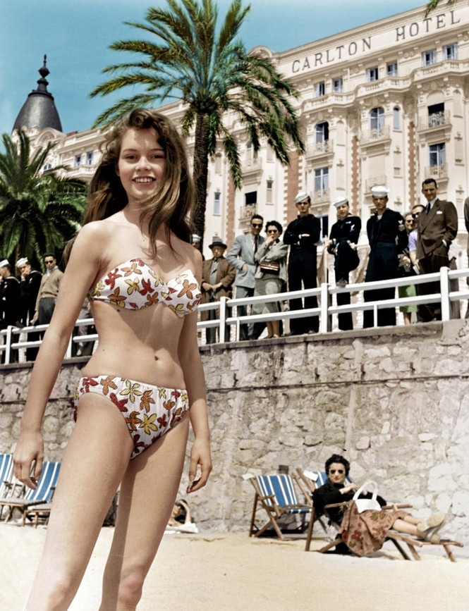 'Biểu tượng gợi cảm' Brigitte Bardot và những phong cách thời trang dẫn đầu xu hướng - ảnh 6