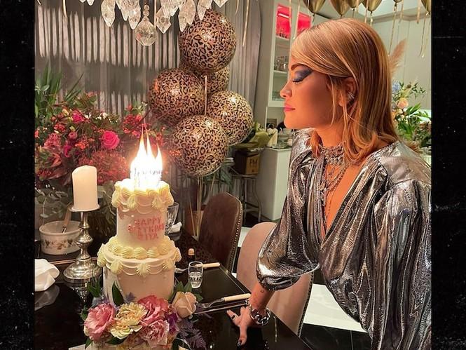 Tổ chức tiệc giữa dịch COVID-19, ca sĩ Rita Ora xin lỗi và chịu nộp phạt số tiền 'khủng' - ảnh 2
