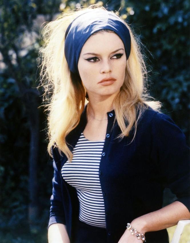 'Biểu tượng gợi cảm' Brigitte Bardot và những phong cách thời trang dẫn đầu xu hướng - ảnh 7