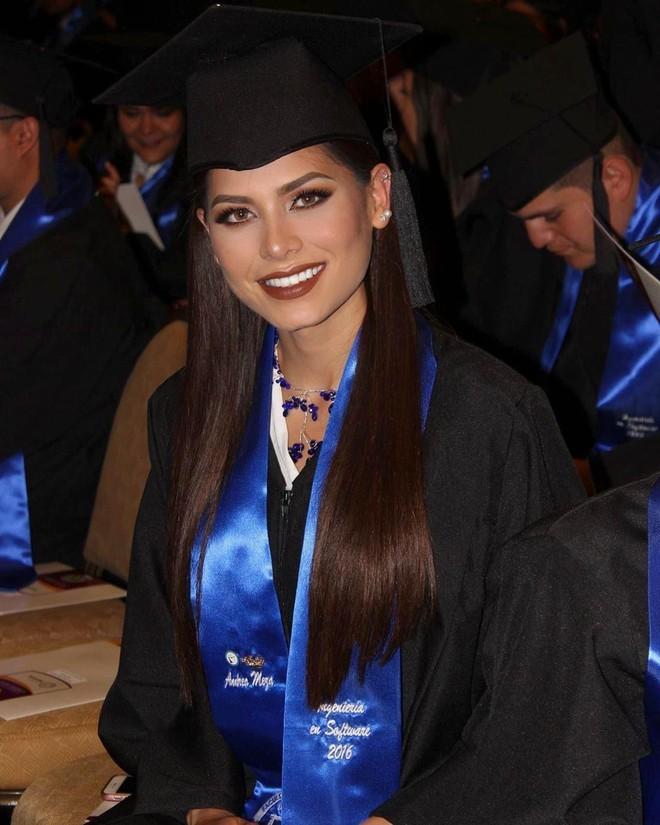 Kỹ sư phần mềm đăng quang Hoa hậu Hoàn vũ Mexico có sắc vóc cực nóng bỏng - ảnh 3