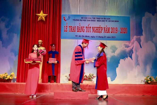 Á hậu Trịnh Kim Chi tốt nghiệp Cử nhân Đại học Sân khấu - Điện ảnh ở tuổi 49 - ảnh 2