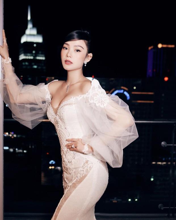 Hoa hậu Tiểu Vy, Đỗ Mỹ Linh mặc đẹp 'phủ sóng' mạng xã hội tuần qua - ảnh 8