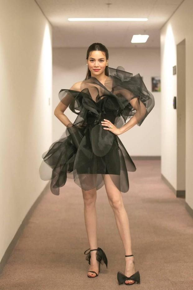 Hoa hậu Tiểu Vy, Đỗ Mỹ Linh mặc đẹp 'phủ sóng' mạng xã hội tuần qua - ảnh 4