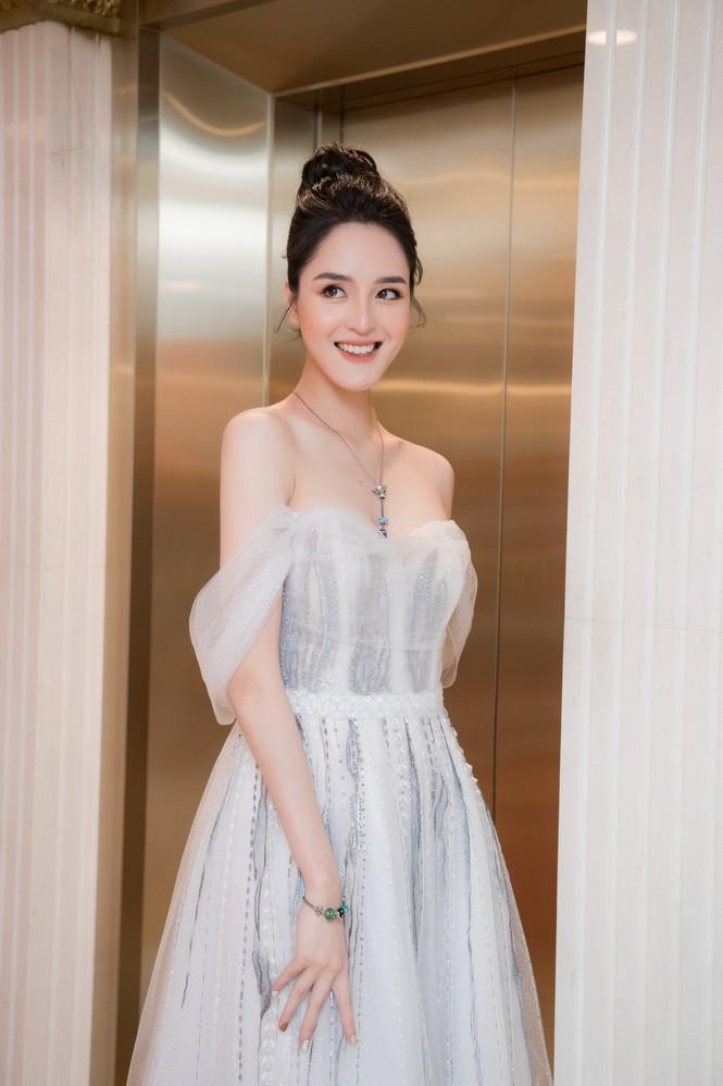 Hoa hậu Tiểu Vy, Đỗ Mỹ Linh mặc đẹp 'phủ sóng' mạng xã hội tuần qua - ảnh 3