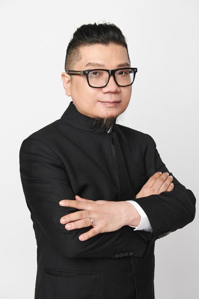 Nam đạo diễn Trung Quốc công khai có người yêu đồng giới kém 33 tuổi - ảnh 1