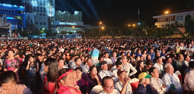 Hàng chục ngàn người đổ về Bến Tre tham quan lễ hội dừa - ảnh 10